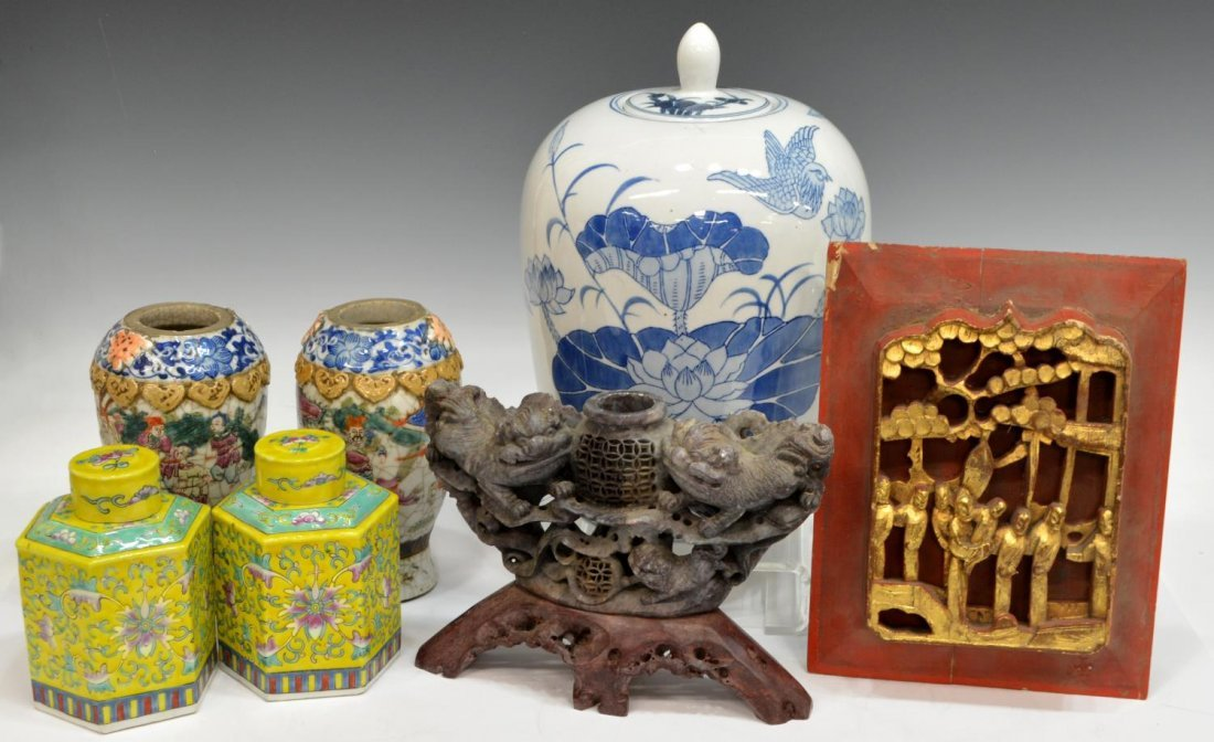 COLLECTION OF VINTAGE CHINESE DECORATIVE ITEMS