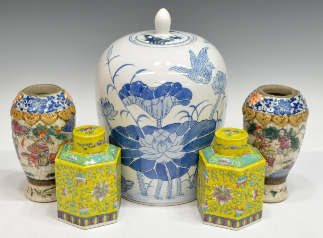 COLLECTION OF VINTAGE CHINESE DECORATIVE ITEMS - 2