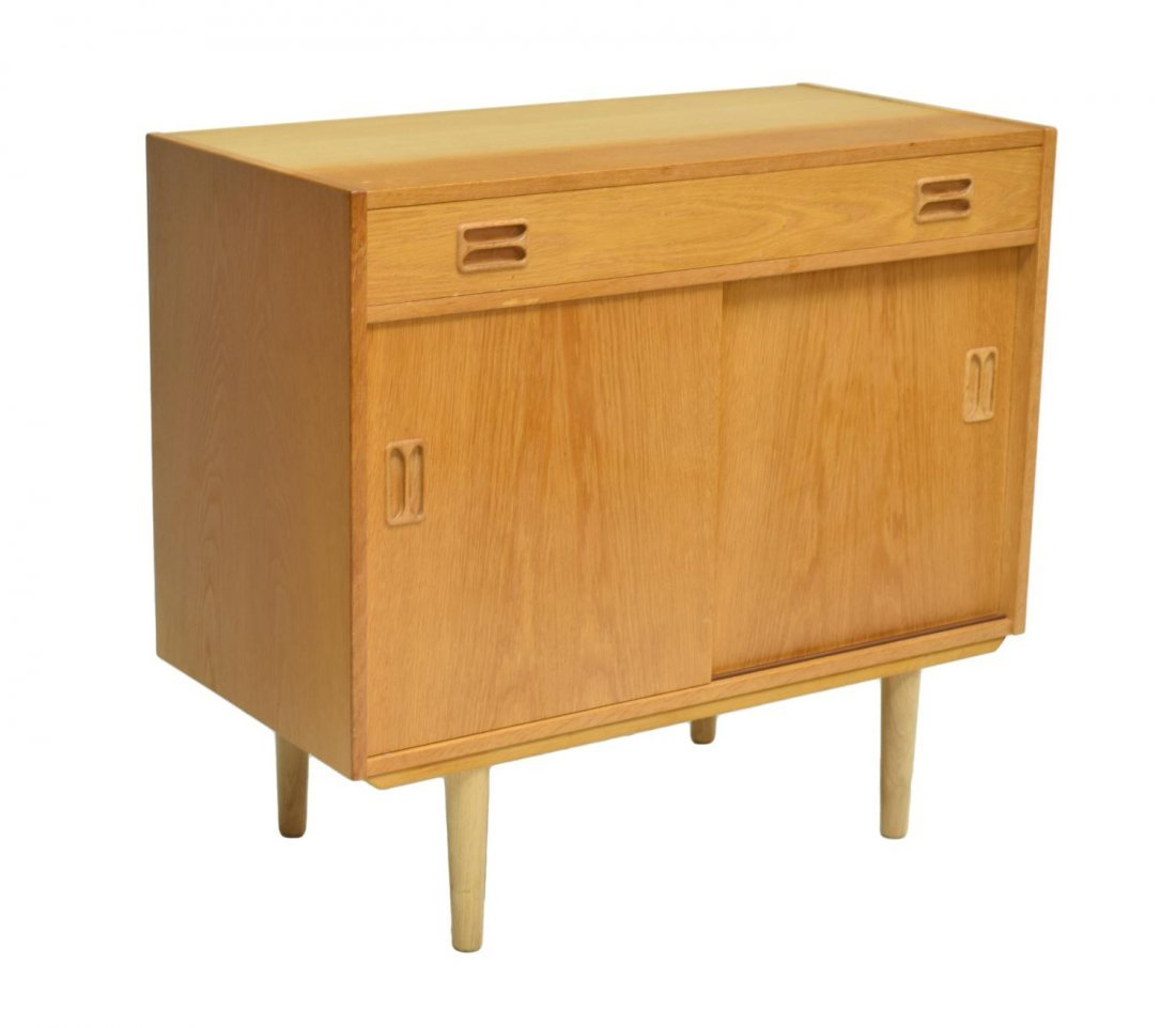 DANISH MID-CENTURY MODERN SMALL OAK SIDEBOARD