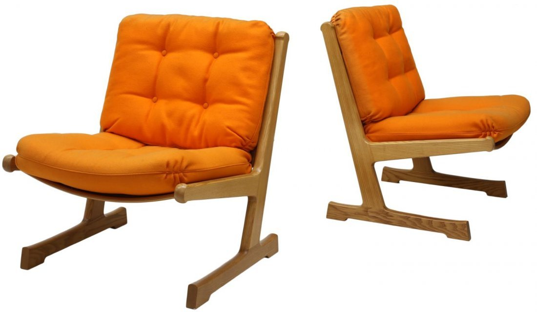 (2) DANISH MID-CENTURY MODERN OAK LOUNGE CHAIRS
