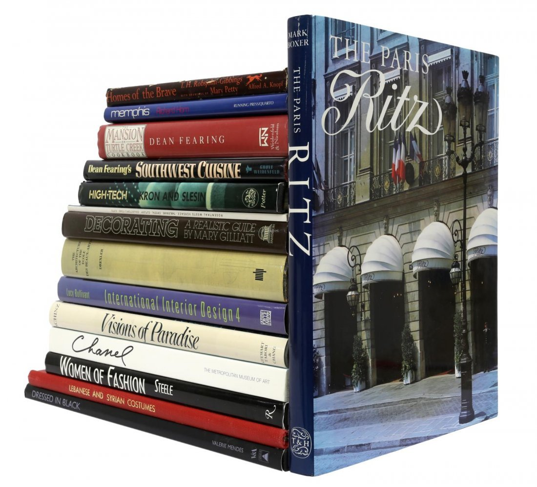 (LOT) ART GLASS, JEWELRY, AND DECORATING BOOKS - 3