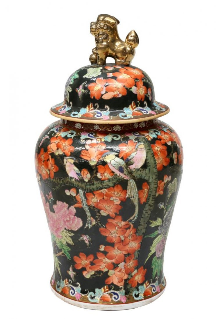 CHINESE FAMILLE NOIR PARCEL GILT LIDDED TEMPLE JAR