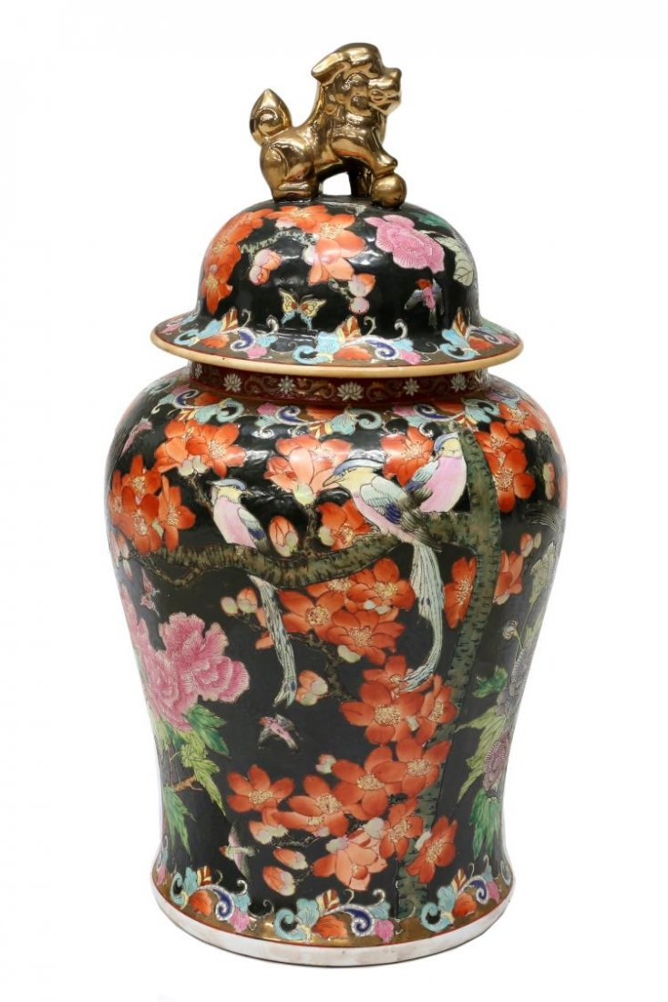 CHINESE FAMILLE NOIR PARCEL GILT LIDDED TEMPLE JAR - 3