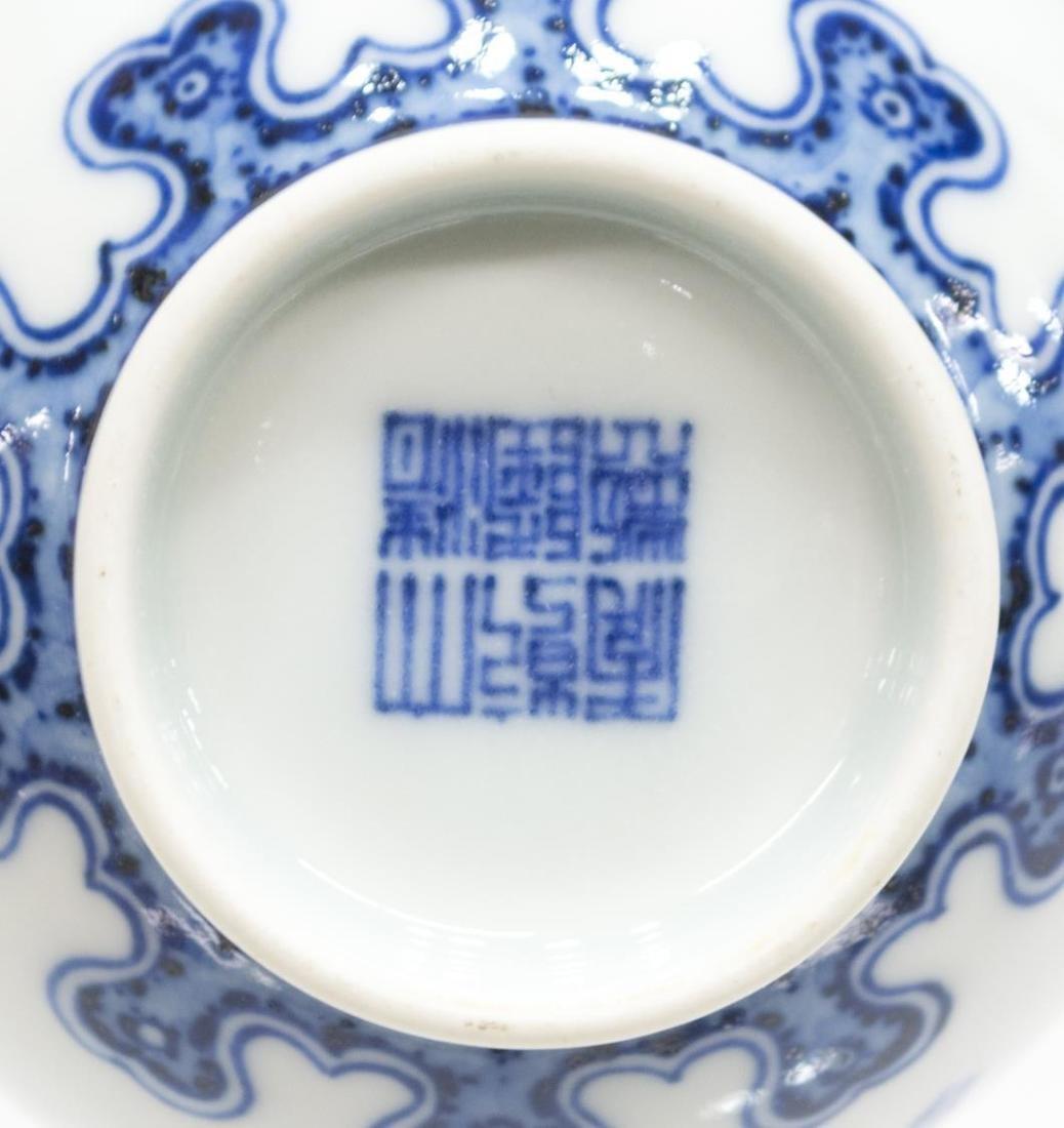 CHINESE B & W GARLIC HEAD VASE, QIANLONG STYLE - 3