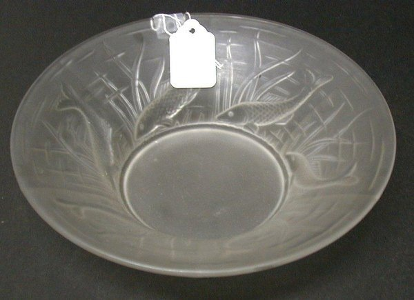 408: Art glass bowl with fish decoration, dia