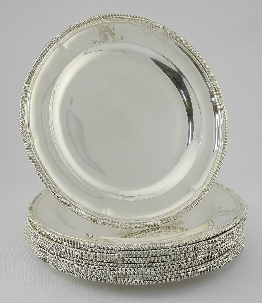 Set of 12 Victorian Silver Dinner Plates, London 1900,