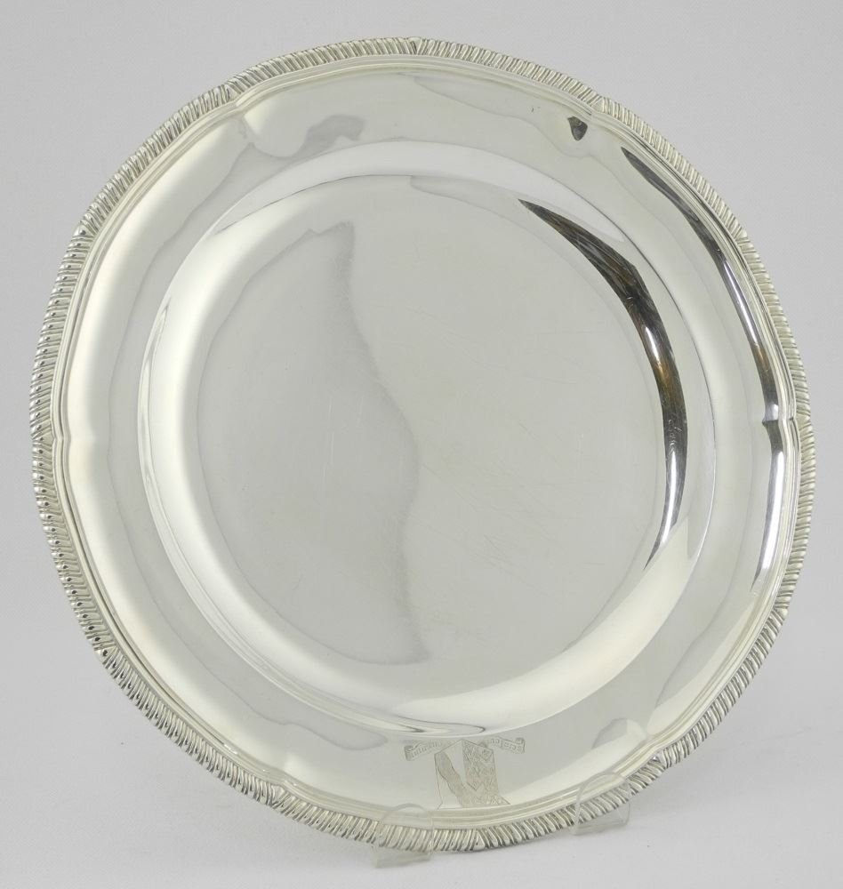 Set of 12 Victorian Silver Dinner Plates, London 1900, - 2