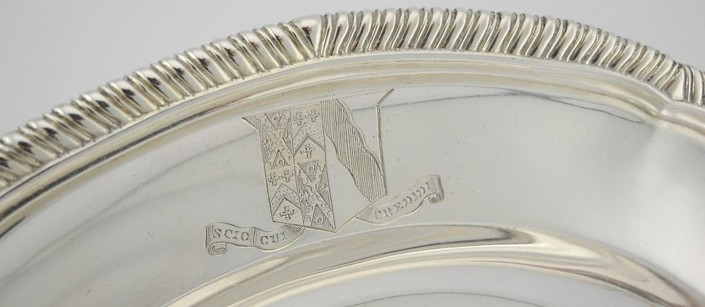 Set of 12 Victorian Silver Dinner Plates, London 1900, - 3