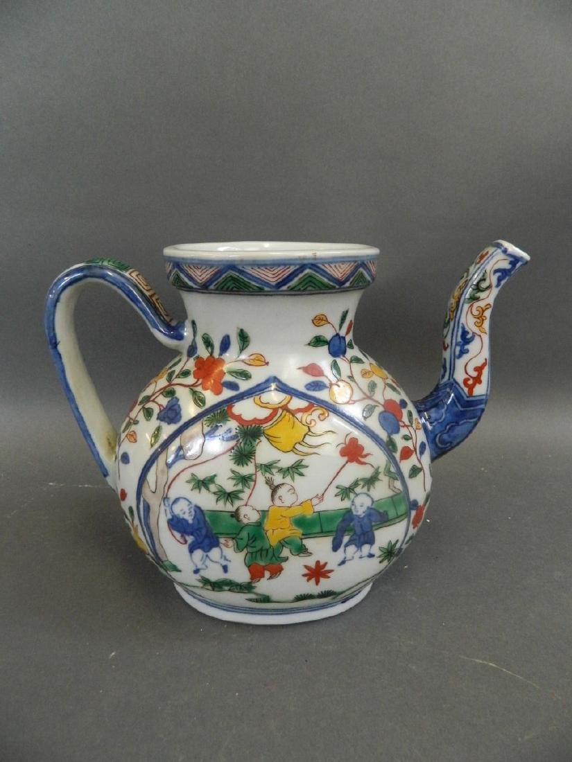 A Chinese Wucai enamel porcelain teapot decorated with