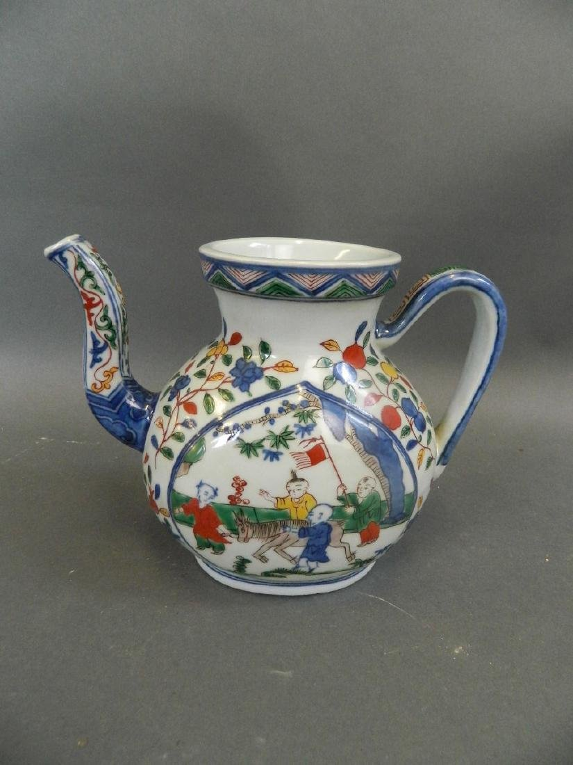 A Chinese Wucai enamel porcelain teapot decorated with - 2