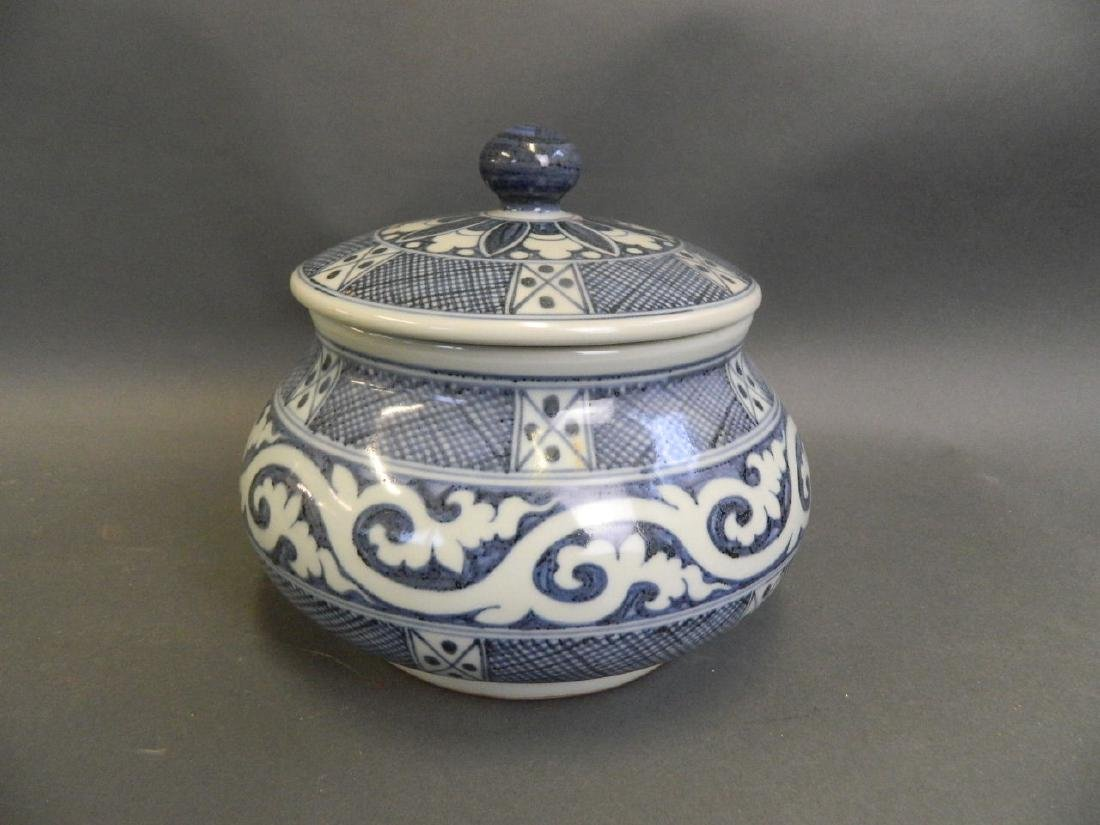 A Chinese blue and white porcelain pot and cover with