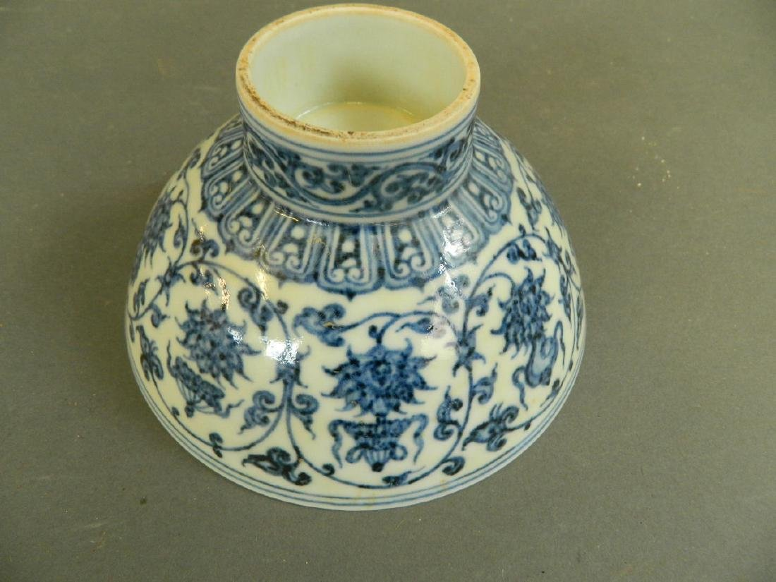 A Chinese blue and white porcelain footed bowl - 3