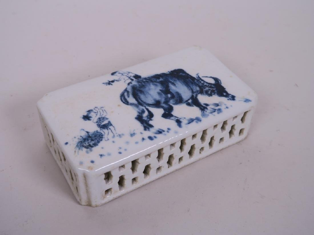 A Chinese blue and white porcelain wrist rest with