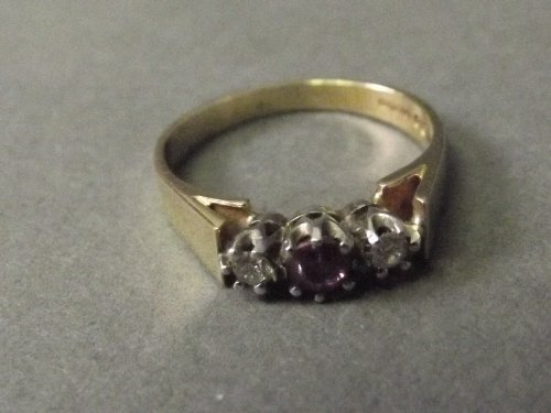 A 9ct gold ring set with 2 diamonds and a ruby, size O