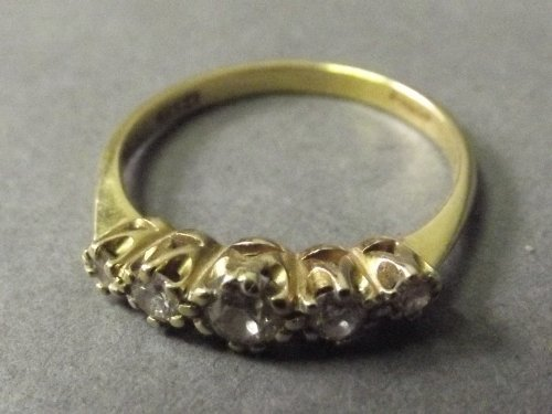 An 18ct gold ring set with 5 diamonds, size I