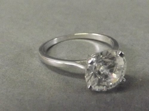 An 18ct white gold Ladies 3ct solitaire diamond ring,