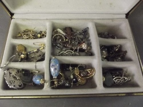 A quantity of costume jewellery including gold and silv
