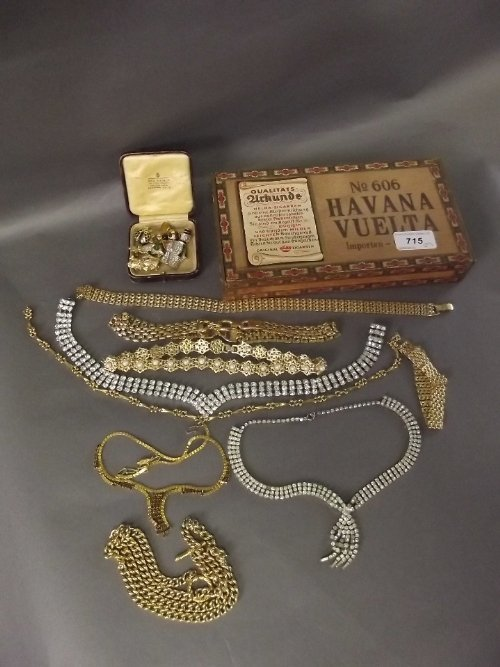 A quantity of costume jewellery including 5 figural bro