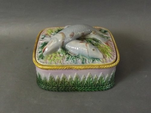 A George Jones Majolica sardine jar and cover with