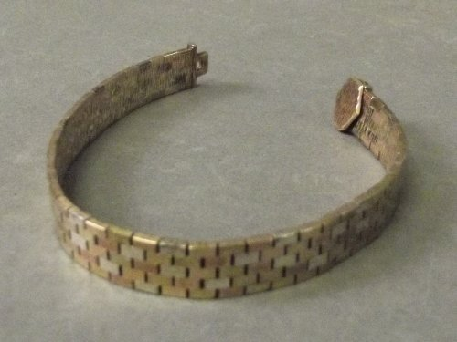 A 9ct gold three colour sectional bracelet, 7'' long,