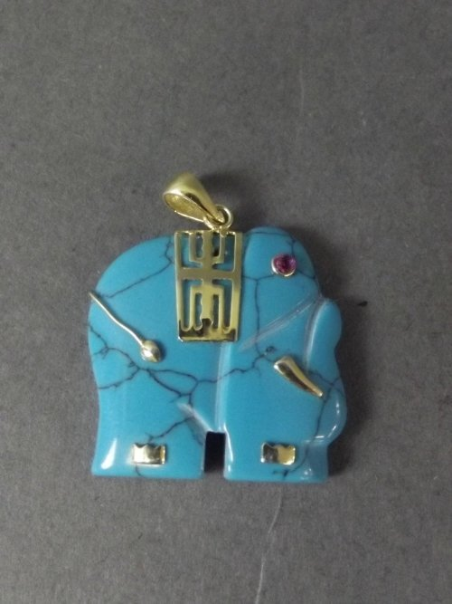 An 18ct Hallmarked gold and turquoise pendant carved in