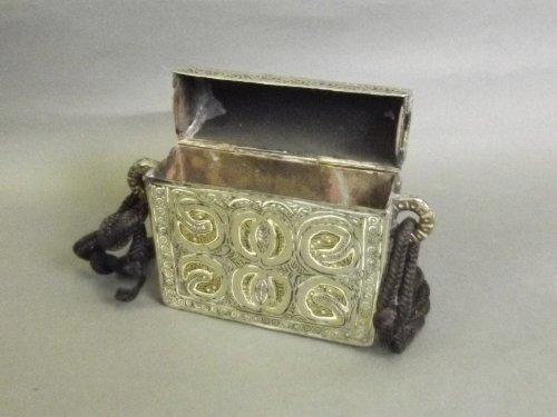 A low grade silver decorative Quran holder, 4½'' x 4¼''