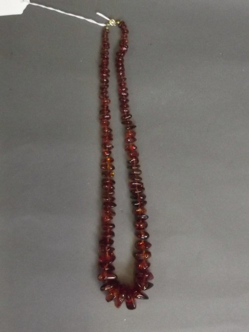 A graduated natural amber beaded necklace, 25½'' long