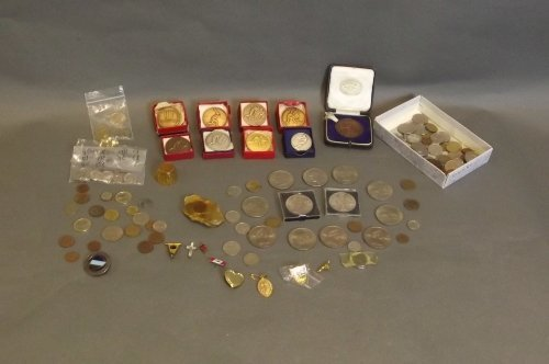 A quantity of commemorative coins, medals, and badges,
