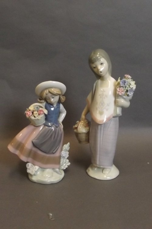 Two Lladro figures of girls carrying flowers, 8¼'' high