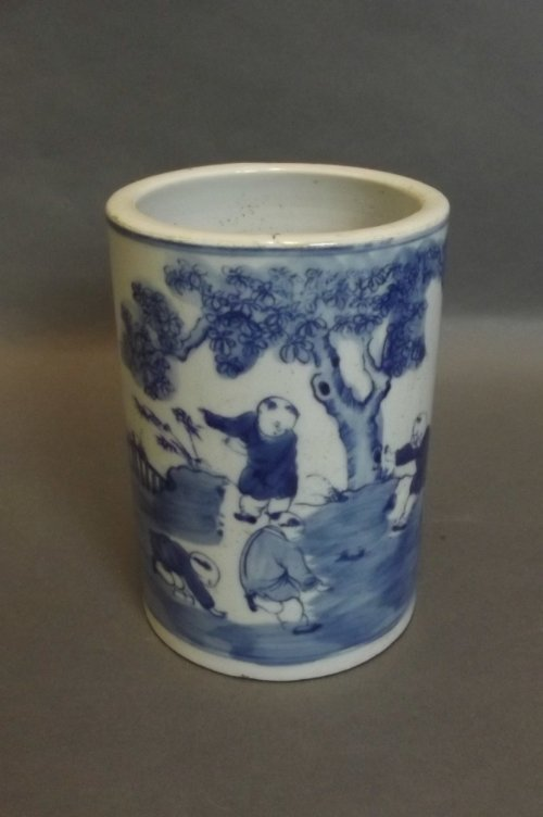 A Chinese blue and white brush pot with painted decorat