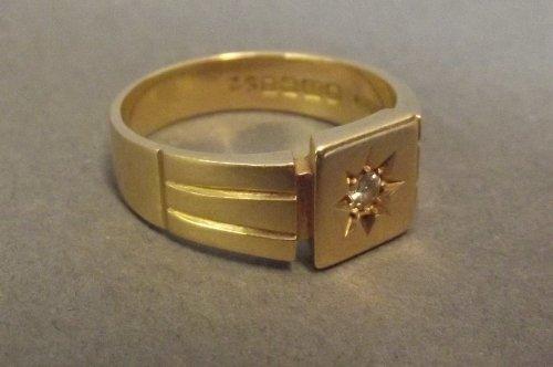 An 18ct gold signet ring, Birmingham, size Y