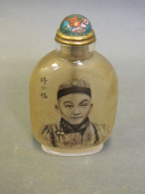 A Chinese reverse painted glass snuff bottle decorated