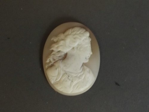 A carved cameo depicting a maiden, 1¾'', Best Bid