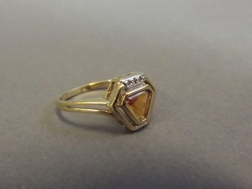 A 9ct gold lady's dress ring with inset triangular
