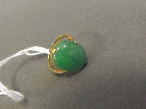 A Chinese 18ct gold and jade ring, marked