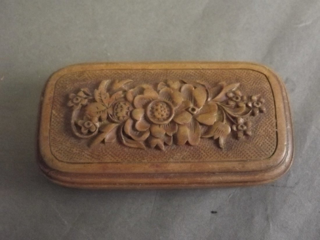 A small Victorian wooden pill box with carved floral - 3