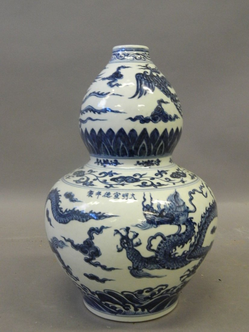 A Chinese gourd shaped porcelain vase with blue and
