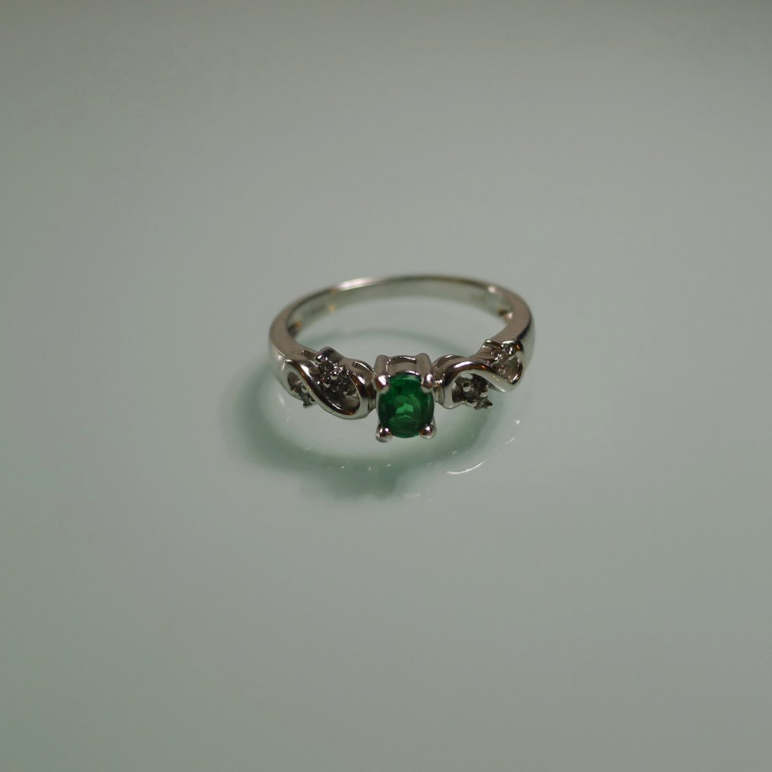 18K WHITE GOLD NATURAL EMERALD RING