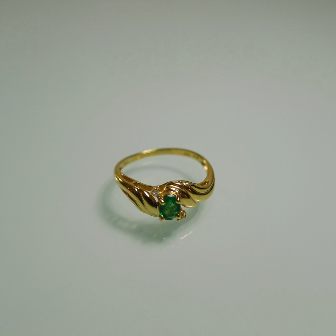 18K YELLOW GOLD NATURAL EMERALD RING