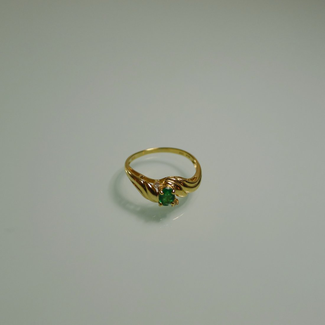18K YELLOW GOLD NATURAL EMERALD RING - 2