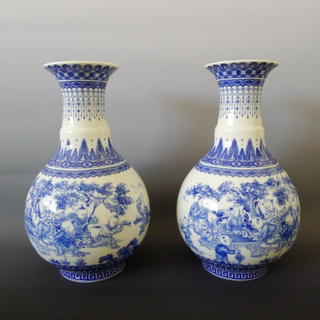 A PAIR OF BLUE & WHITE PORCELAIN VASES