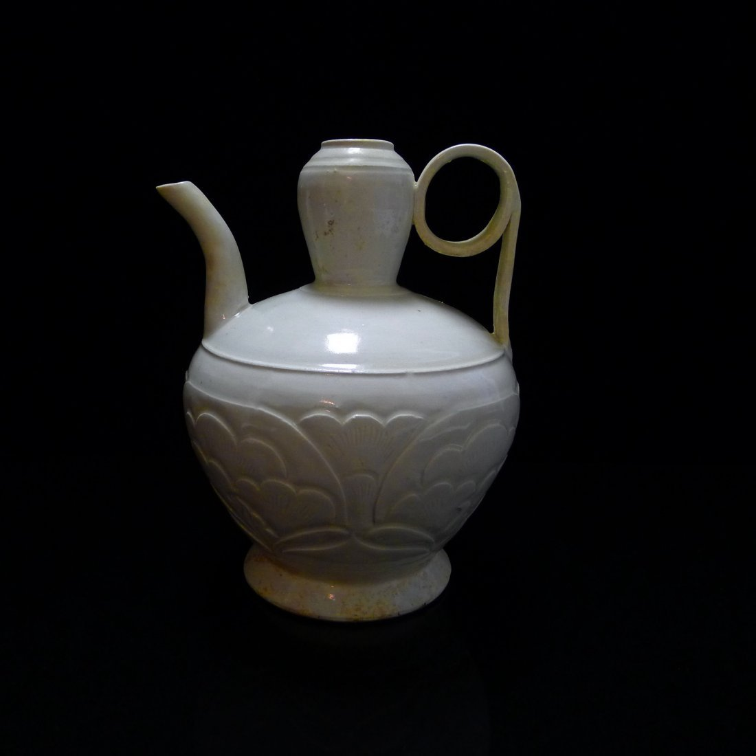 FIVE DYNASTY DING YAO CARVING EWER