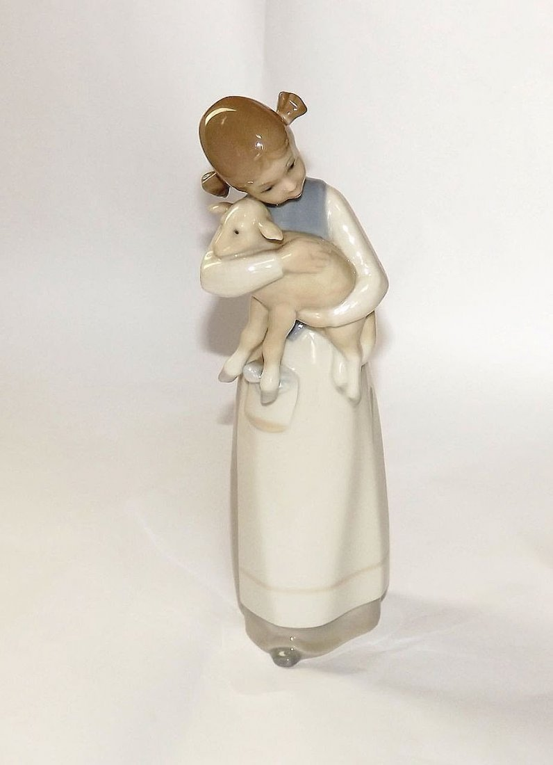 "Lladro ""Girl with Lamb"" Retired Figurine"
