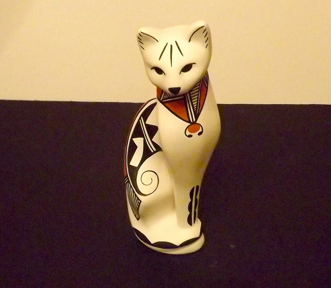 NATIVE AMERICAN ACOMA POTTERY CAT FIGURINE