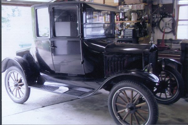 400: 1924 Model T. Coupe.