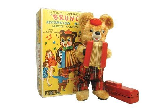 15: B/O Bruno Accordian Bear in O/B