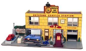 274: Keystone Service Station Complete with Cars.