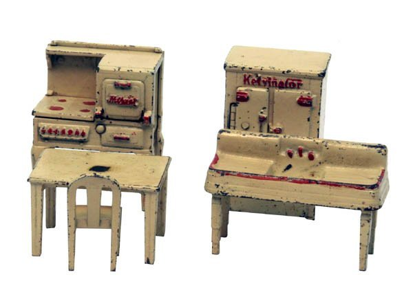 1321: Lot of 5 Arcade Kitchen Pieces.