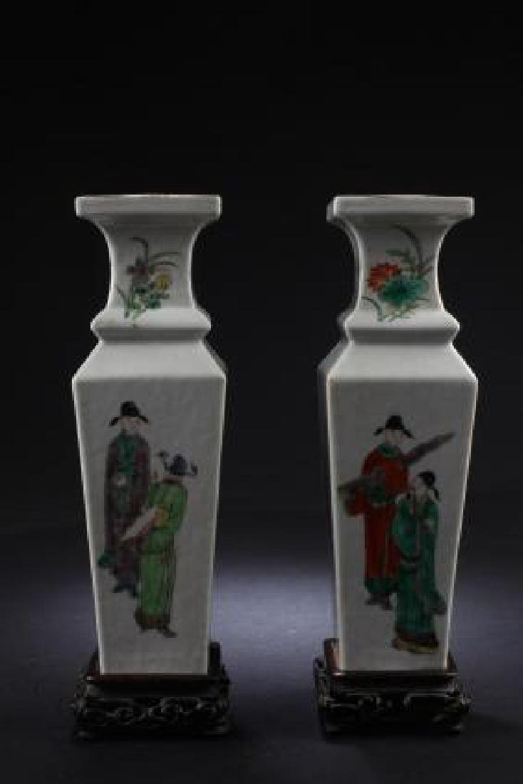 PAIR OF ANTIQUE CHINESE PORCELAIN VASES