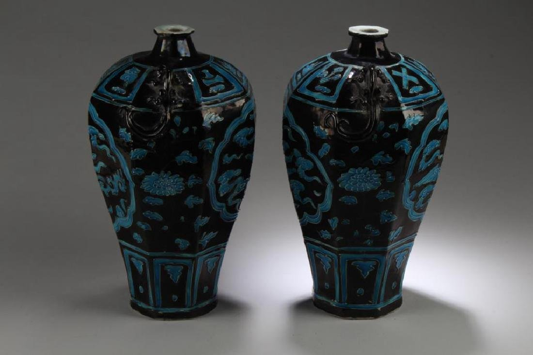 PAIR OF CHINESE PORCELAIN MEIPING VASES - 2